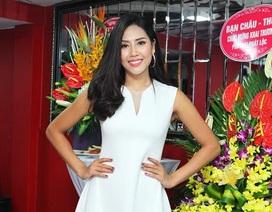 Hoa hậu Biển Nguyễn Thị Loan rạng ngời tại Hà Nội