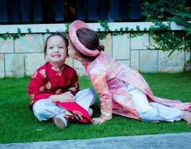 Cặp sinh đôi nhà Hồng Nhung cực dễ thương với áo dài