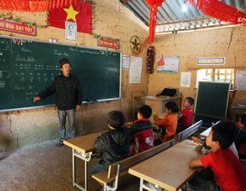 Xót xa lớp học đắp bằng đất của học trò nghèo vùng cao Hà Giang