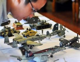 """Dàn mô hình xe tăng, tàu chiến """"khủng"""" hội tụ tại Hà Nội"""