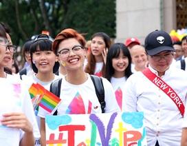 """Cộng đồng LGBT khoe sắc màu trong """"Hành trình tự hào"""""""