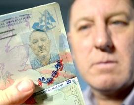 Dở khóc dở cười vì ảnh hộ chiếu giống hệt trùm phátxít Hitler