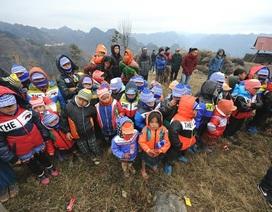 Đoàn Thanh niên trường ĐH Mỏ - Địa chất xây dựng điểm trường tại Giàng Sán