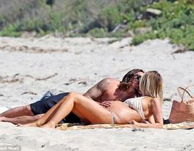 Sao truyền hình thực tế bế bụng bầu đi nghỉ mát cùng bạn trai