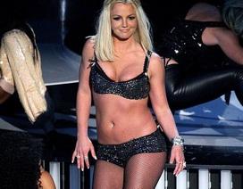 Britney tái xuất khán giả