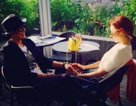 """""""Bà xã"""" Bae Yong Joon hạnh phúc chia sẻ về con trai đầu lòng"""