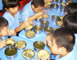 Lo ngại ngộ độc thực phẩm trong trường học