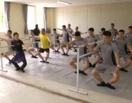 Binh sĩ xả stress bằng cách học nhảy ba-lê