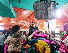 """""""Thiên đường giá rẻ sinh viên"""" đông nghịt người mua quần áo ấm"""