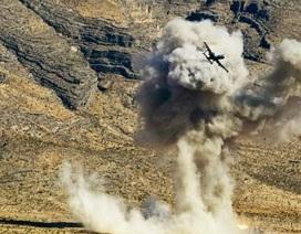 A-10 chấp 4 tên lửa phòng không bắn ở Mosul