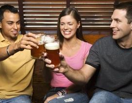 Uống một lượng bia thích hợp có thể khiến mọi người hòa đồng hơn