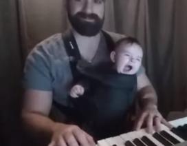 Tuyệt chiêu ru con ngủ bằng piano của bố