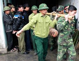 Một gia đình giao nộp 3 quả bom sau vụ nổ kinh hoàng ở Hà Nội