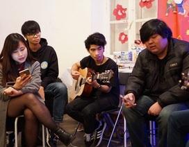 """Đêm nhạc dưới gốc cây thông của sinh viên Việt ở """"Làng Nho"""" Bordeaux"""
