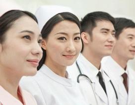 Nên chọn nghề bác sĩ hay điều dưỡng viên?