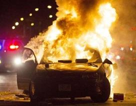 Dân Mỹ đập cửa kính, đốt xe, phóng hỏa trạm xăng ở Milwaukee