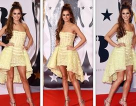 Cheryl Cole bốc lửa khoe chân dài