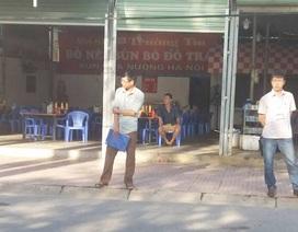 Đội thuế của phường dàn hàng chặn khách vào quán ăn