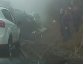 Hàng chục xe ô tô đâm liên hoàn do sương mù