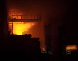 Hà Nội: Cháy dữ dội tại kho hàng của nhiều công ty