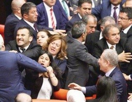 """""""Đại chiến"""" bên trong Quốc hội Thổ Nhĩ Kỳ"""