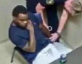 Đang thẩm vấn, nghi phạm giết người cướp súng cảnh sát