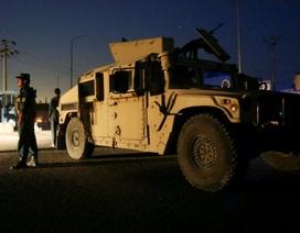 Đánh bom rung chuyển khách sạn cho người nước ngoài ở Afghanistan
