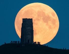 Hình ảnh ấn tượng khi siêu trăng trùng với hunter's moon