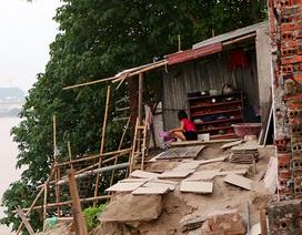Hàng chục hộ dân Hà Nội nơm nớp lo nhà sạt lở xuống sông Hồng