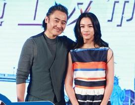 """""""Bà bầu"""" Thang Duy xinh đẹp xuất hiện tại Bắc Kinh"""