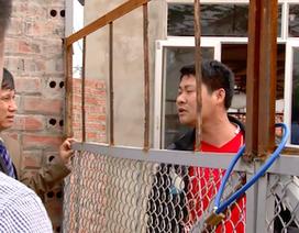 Vụ chống lệnh TAND Cấp cao tại Bắc Giang: Thêm hành vi côn đồ ngay giữa vòng pháp luật!
