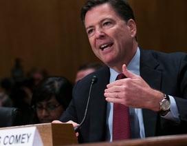 """Tiết lộ lý do FBI """"giáng đòn mạnh"""" vào bà Clinton trước giờ G"""