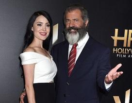 Mel Gibson đẹp đôi bên bạn gái 9X