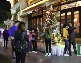 Màu sắc Giáng sinh tràn ngập phố phường trung tâm Hà Nội