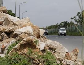 Hà Nội: Đổ trộm đất đá, phế thải bên đường gom đại lộ Thăng Long