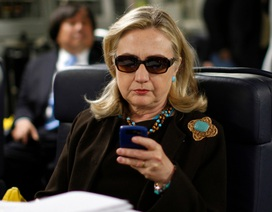 FBI: Bà Clinton chỉ đạo các cuộc không kích ở nước ngoài bằng điện thoại riêng