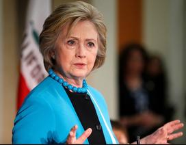Bà Clinton lại bị kiện ra tòa