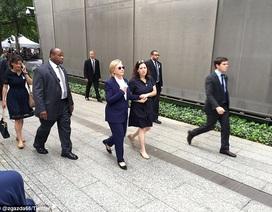 """Bí ẩn người phụ nữ luôn đi cạnh bà Clinton trước """"bão"""" dư luận"""