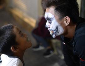 Giới trẻ hóa trang thành ma quỷ đi chơi đêm Halloween