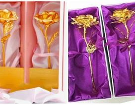 Hoa hồng mạ vàng giá 80.000 đồng hút khách trước thềm 20/10