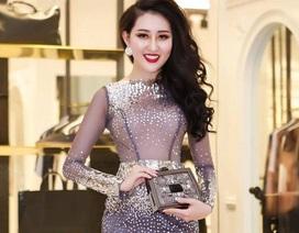 Hoa hậu Huỳnh Thúy Anh đẹp vạn người mê khi dự sự kiện