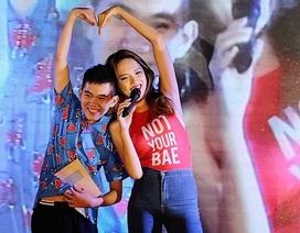 Soobin và Hương Giang Idol cháy hết mình với sinh viên Báo chí