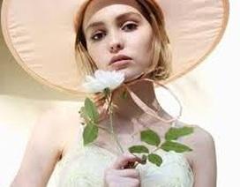 Con gái xinh đẹp của Johnny Depp lên tiếng về tin đồn giới tính
