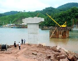 Đẩy nhanh tiến độ xây dựng cầu giàn thép thôn Đồng Châu