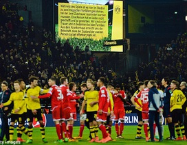 CĐV Dortmund tạo ra cảnh tượng khó quên nhằm tưởng nhớ người đã khuất