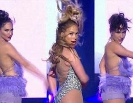 Jennifer Lopez quá đỗi sexy trên sân khấu American Idol