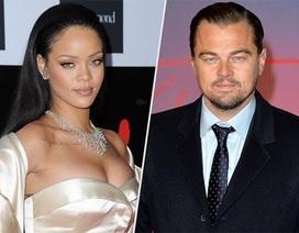 """Rihanna bị bắt gặp """"liếc mắt đưa tình"""" cùng sao phim """"Titanic"""""""