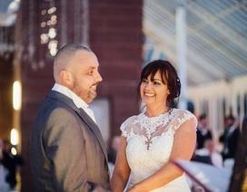 """Cảm động câu chuyện cô dâu """"xuống tóc"""" trong ngày cưới của mình"""