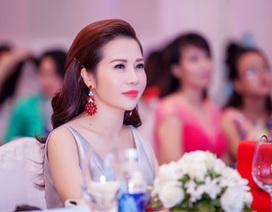 """Hoa khôi Lan Phương ngồi """"ghế nóng"""" Duyên dáng doanh nhân Việt 2016"""