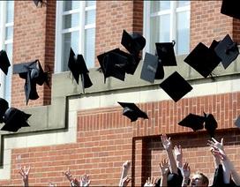 Trường đại học cấm sinh viên tung mũ tốt nghiệp lên trời